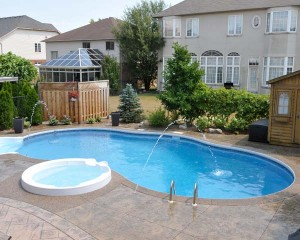 Vinyl lined pool with water jets