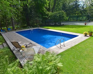 Square shaped vinyl lined pool