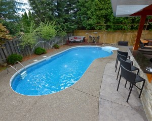 Inground pool with water jet