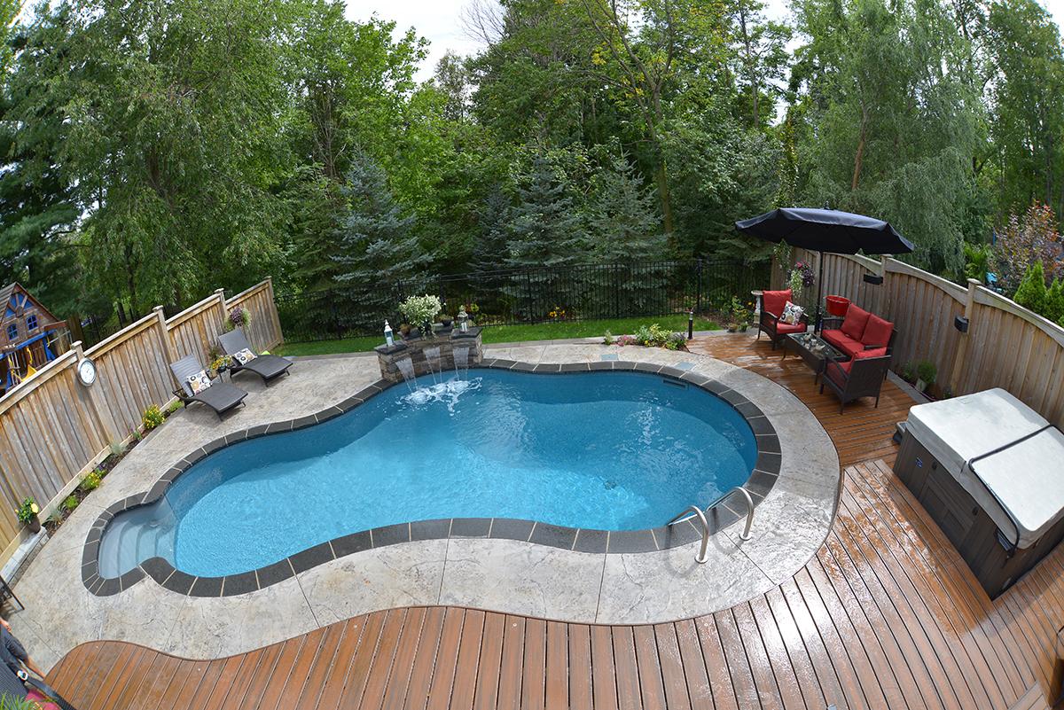 Free-form shaped pool