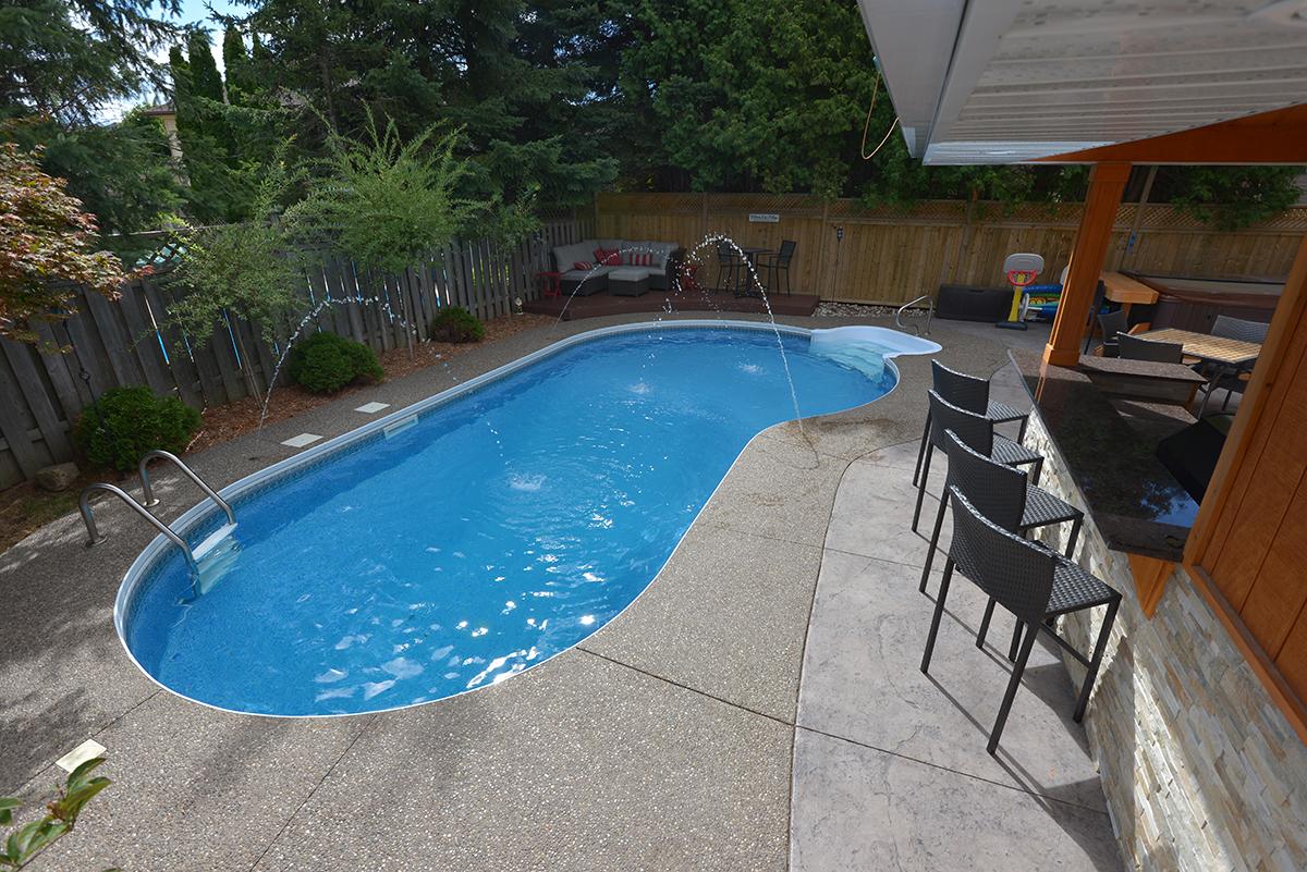 Straight-back kidney shaped pool