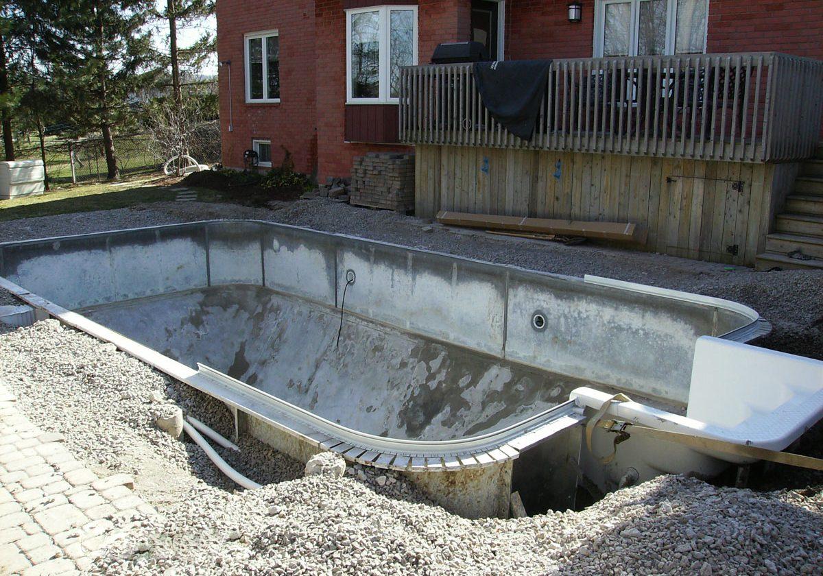 7-pool-renovation-fiberglass-inwall-stair-added
