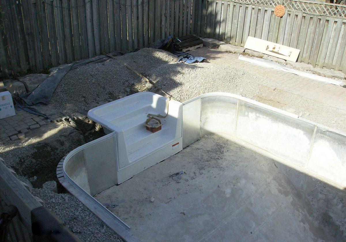 8-pool-renovation-fiberglass-inwall-stair-front-view