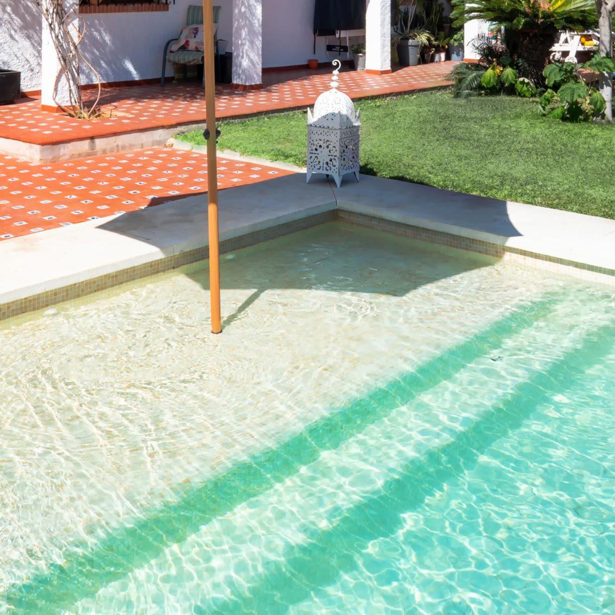 pool-ledge